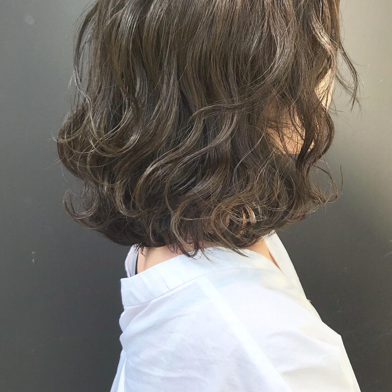 グレージュ ゆるふわ 伸ばしかけ ロブヘアスタイルや髪型の写真・画像