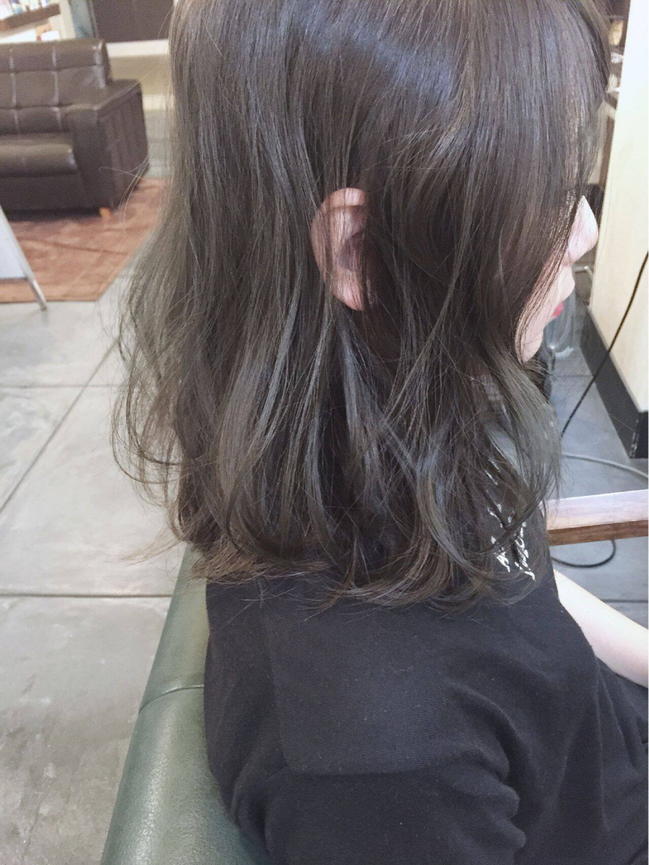 ミディアム ストリート グレージュヘアスタイルや髪型の写真・画像