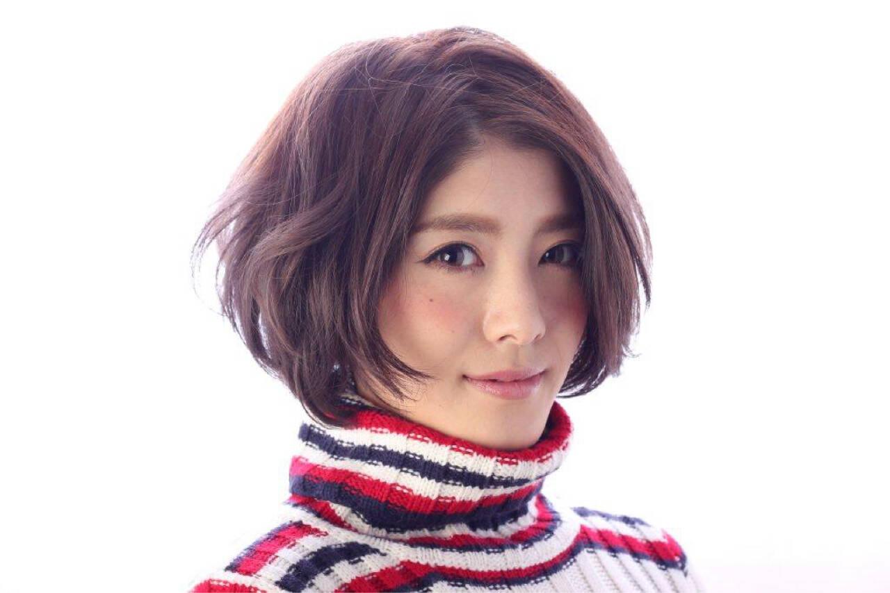 グレージュ フェミニン ショートボブ ナチュラルヘアスタイルや髪型の写真・画像