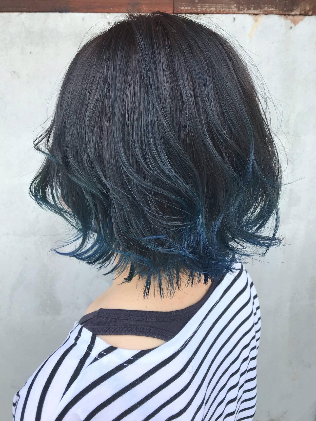 ブルーアッシュ ボブ インナーカラー 裾カラーヘアスタイルや髪型の写真・画像