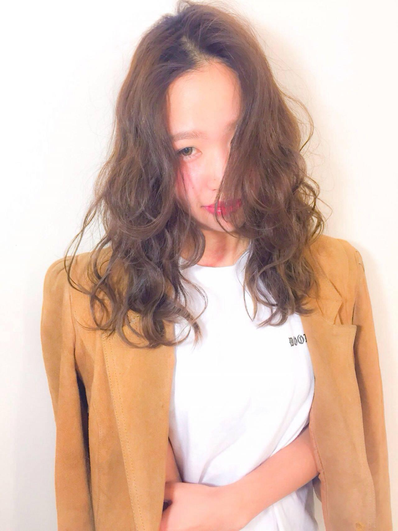 セミロング ガーリー 春 フェミニンヘアスタイルや髪型の写真・画像
