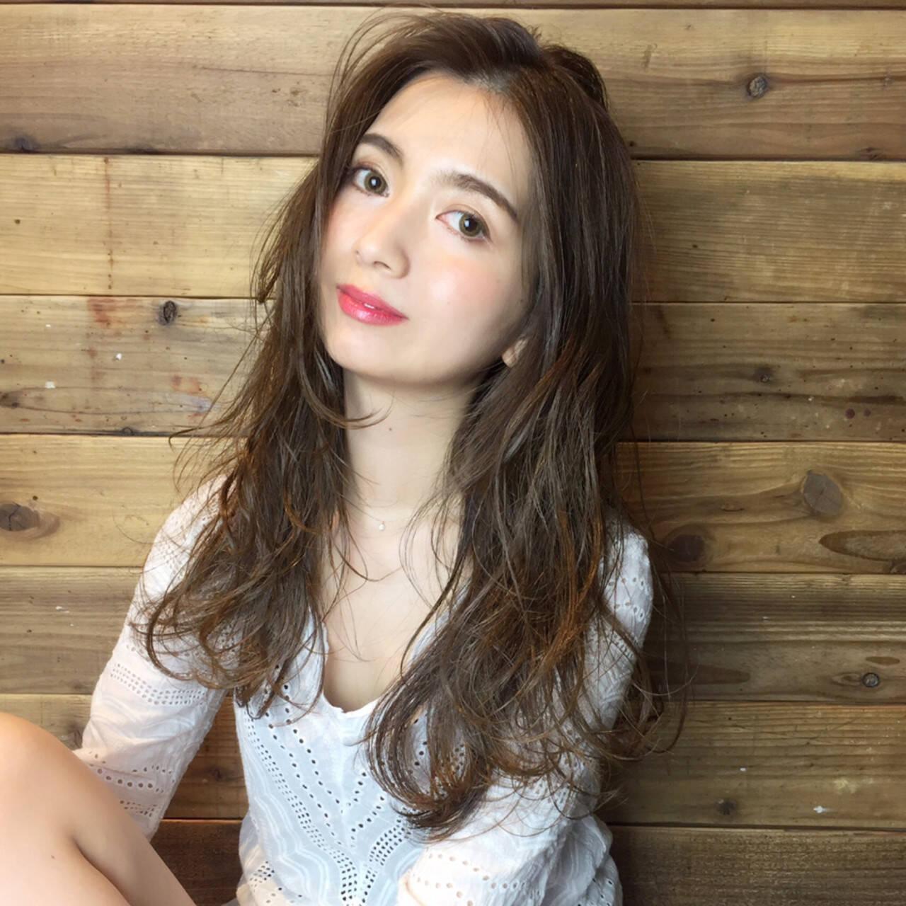 女子会 カール ニュアンス フェミニンヘアスタイルや髪型の写真・画像