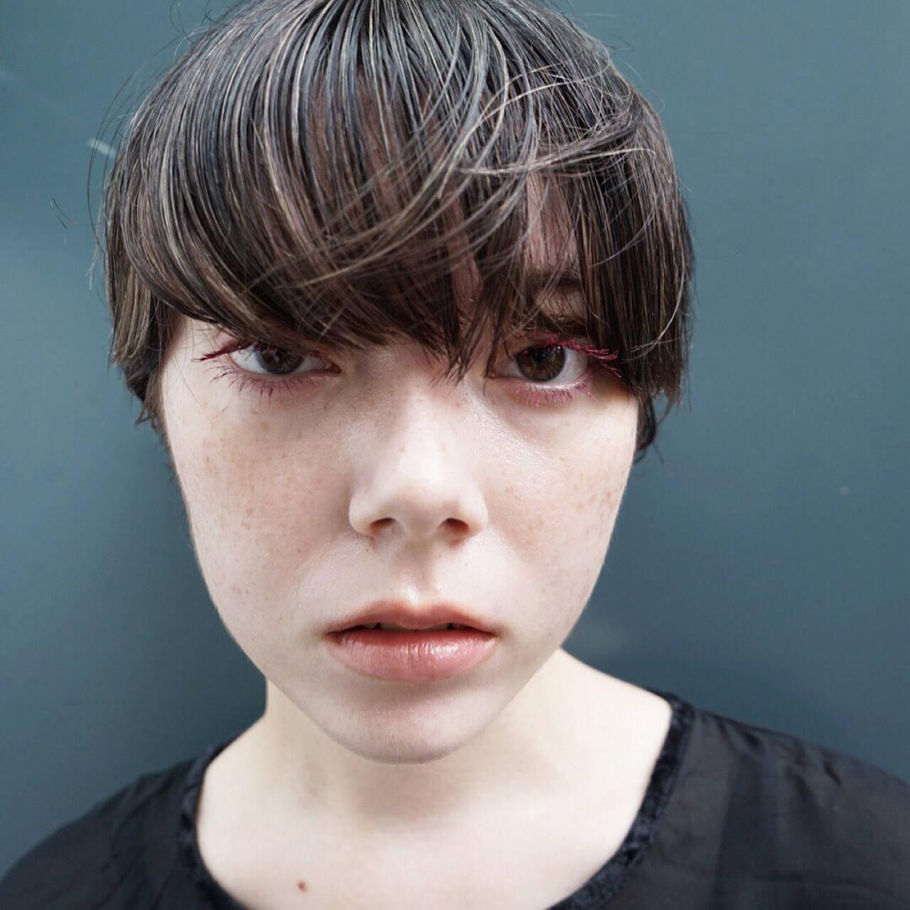 ショートボブ 抜け感 マッシュ ナチュラルヘアスタイルや髪型の写真・画像