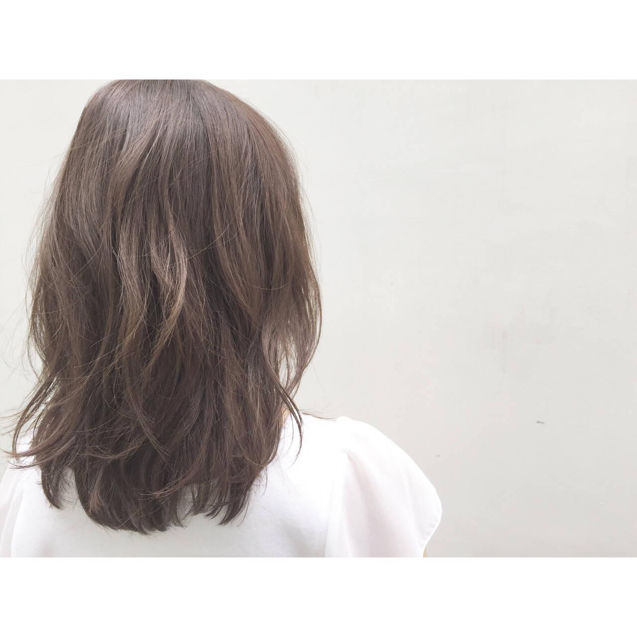 ナチュラル アッシュ ゆるふわ フェミニンヘアスタイルや髪型の写真・画像