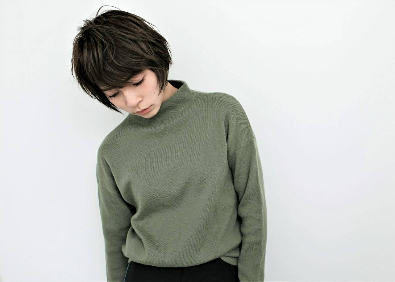 モード 暗髪 リラックス ニュアンスヘアスタイルや髪型の写真・画像