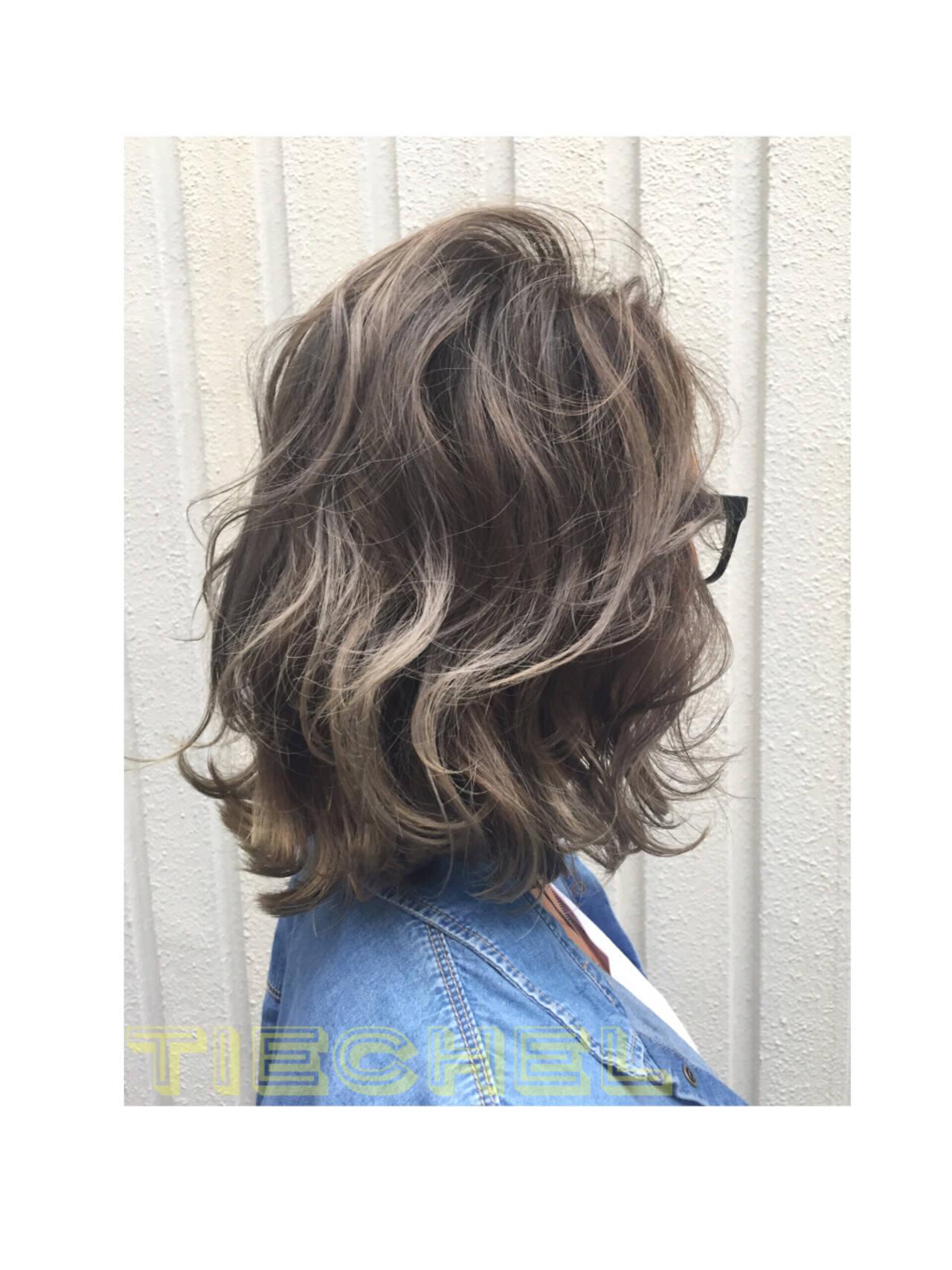 ウェーブ ミディアム 外国人風カラー グラデーションカラーヘアスタイルや髪型の写真・画像