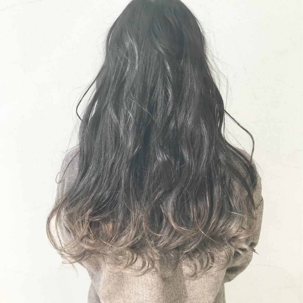 外国人風カラー ロング グラデーションカラー グレージュヘアスタイルや髪型の写真・画像