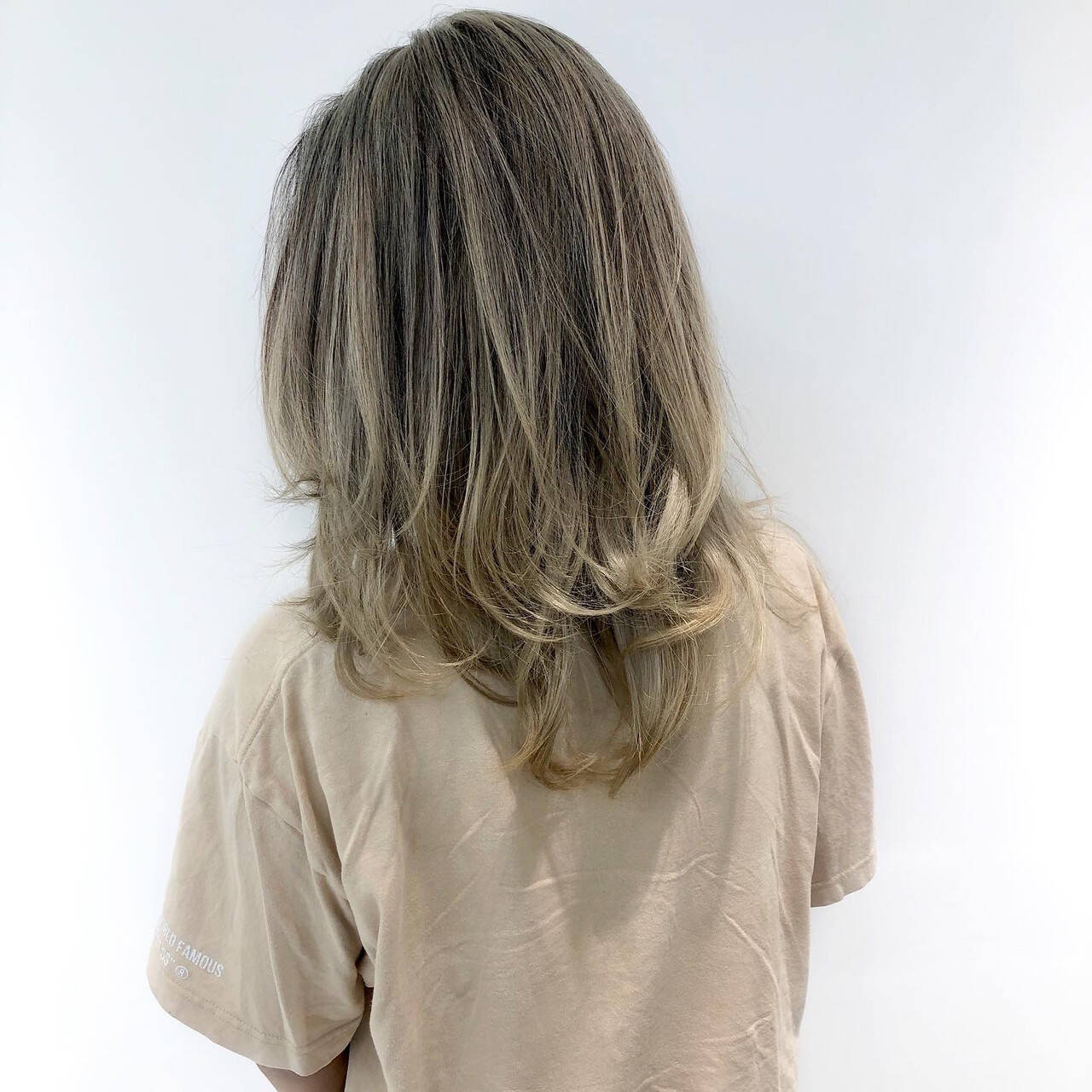 極細ハイライト セミロング エアータッチ ベージュヘアスタイルや髪型の写真・画像