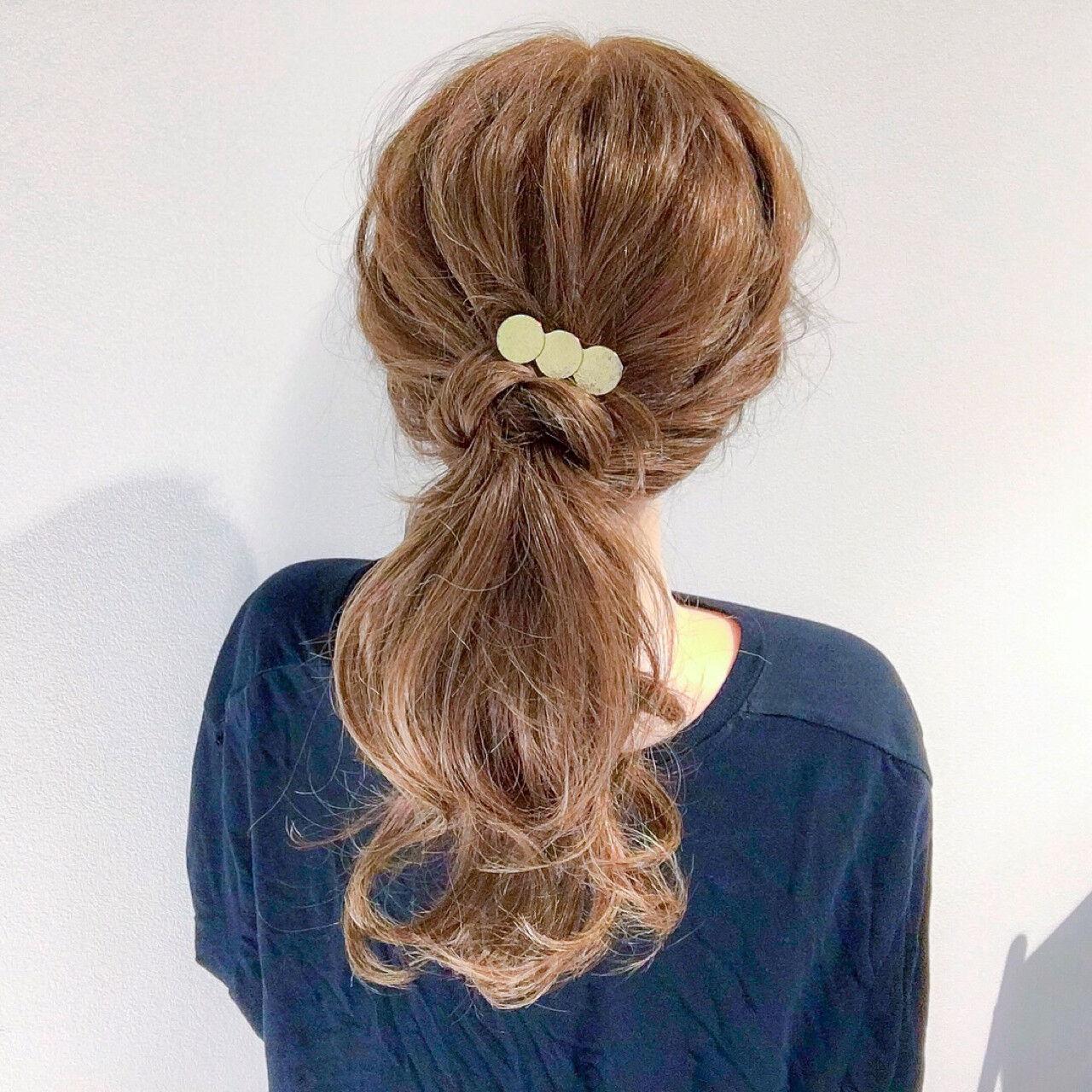 オフィス セミロング ヘアアレンジ ナチュラルヘアスタイルや髪型の写真・画像