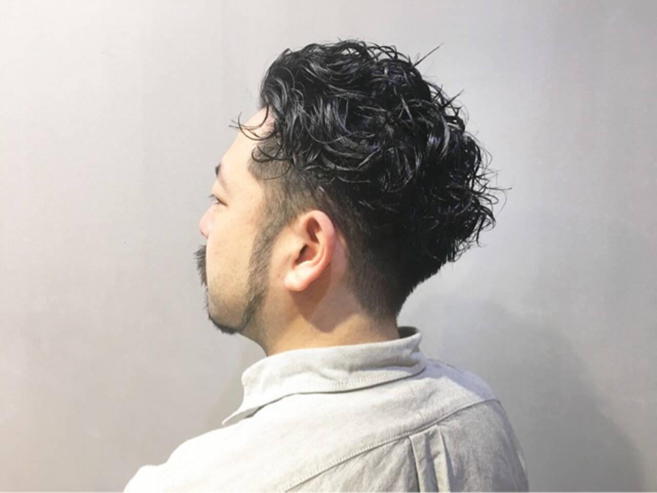 ナチュラル 無造作パーマ スパイラルパーマ ハンサムバングヘアスタイルや髪型の写真・画像