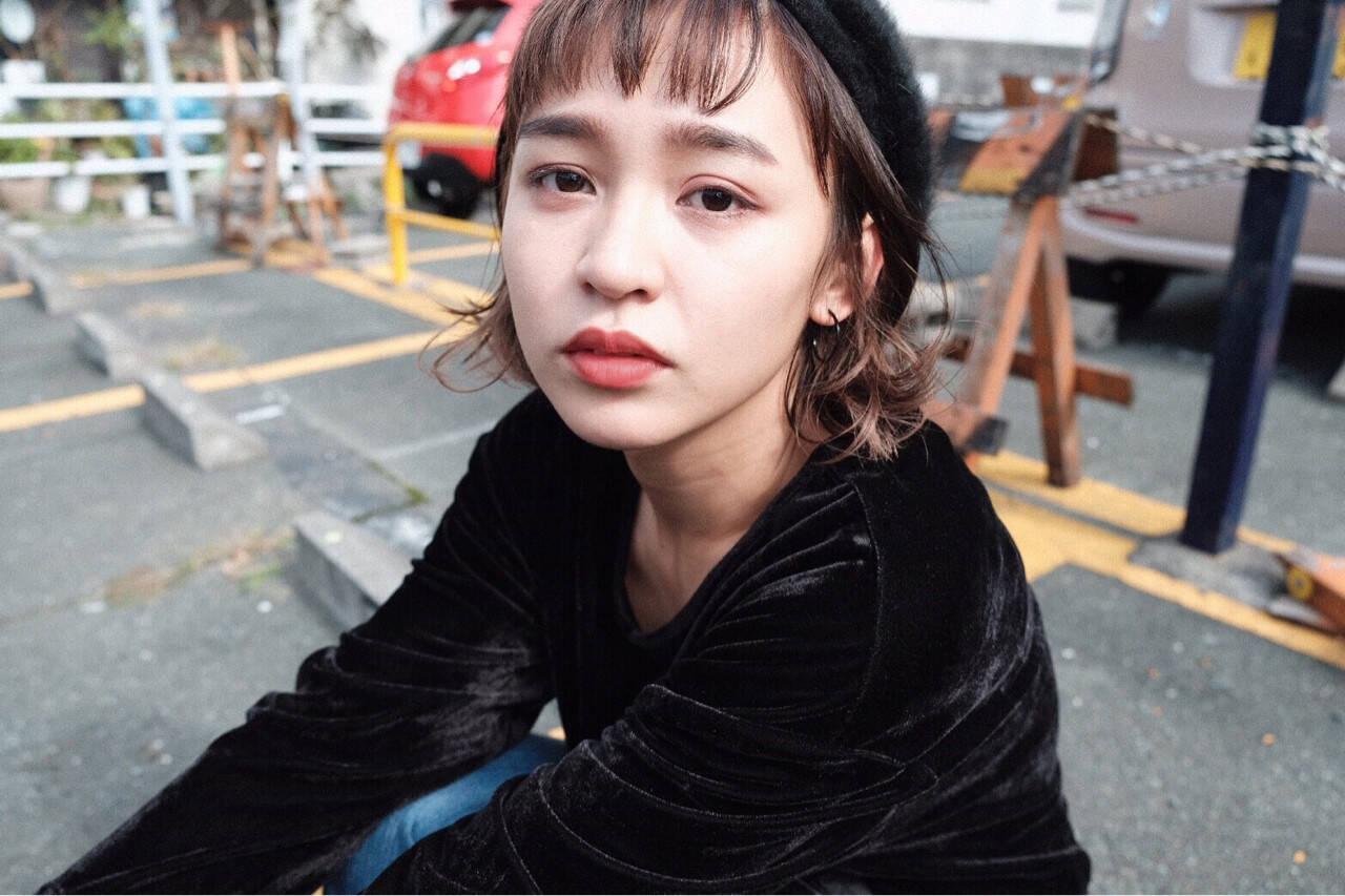 暗髪 ベレー帽 ボブ ストリートヘアスタイルや髪型の写真・画像