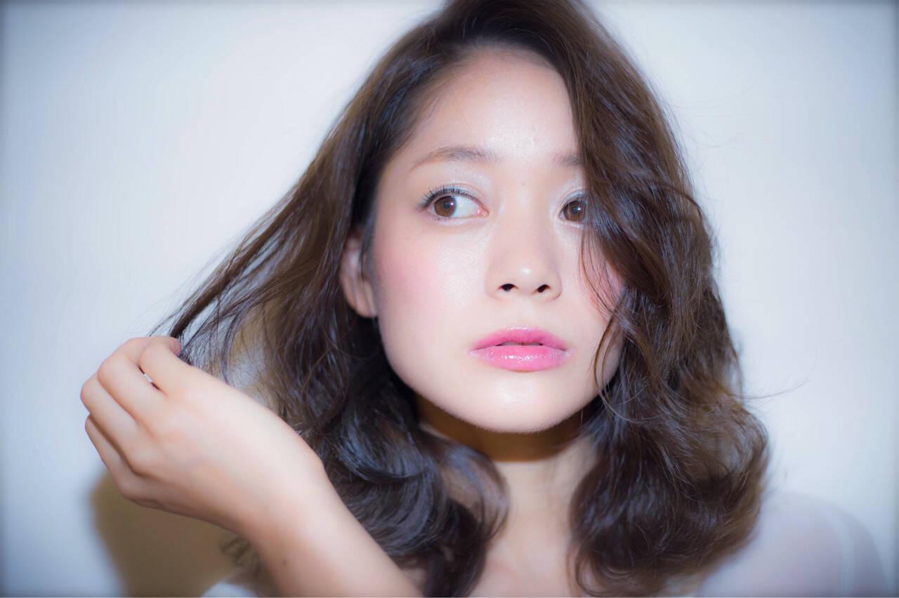 黒髪 ピュア くせ毛風 ナチュラルヘアスタイルや髪型の写真・画像