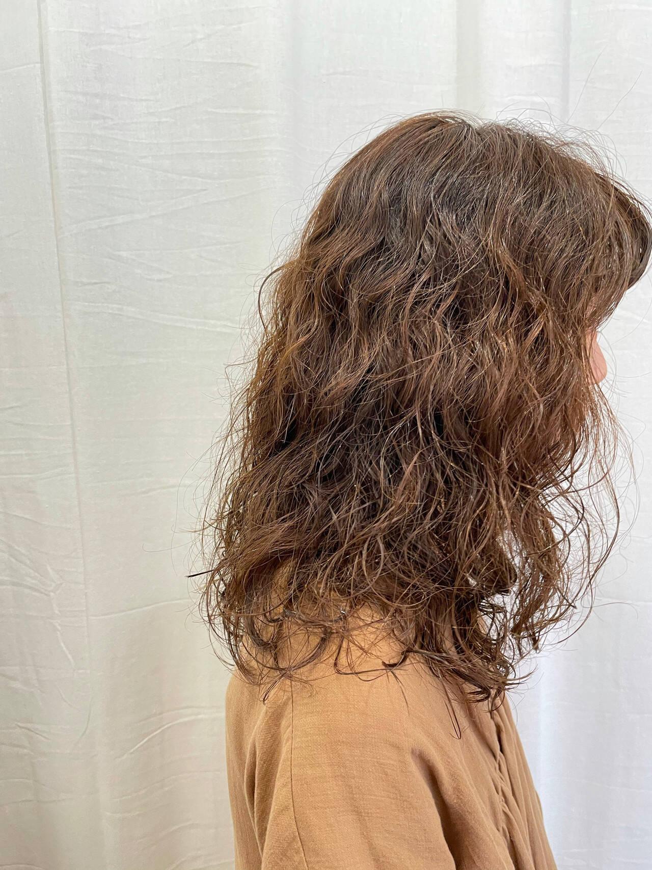 セミロング ロングヘア 無造作パーマヘアスタイルや髪型の写真・画像