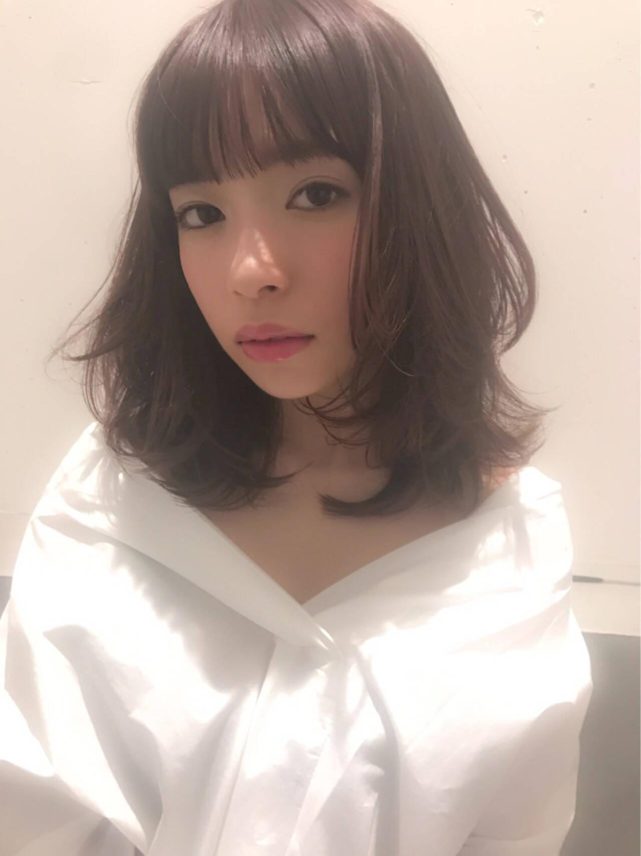 おフェロ レイヤーカット ミディアム ピンクアッシュヘアスタイルや髪型の写真・画像