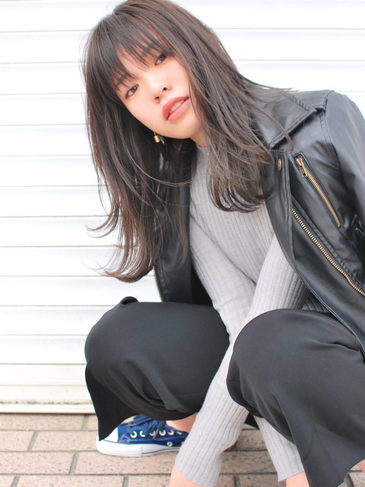 外国人風 セミロング 前髪あり レイヤーカットヘアスタイルや髪型の写真・画像