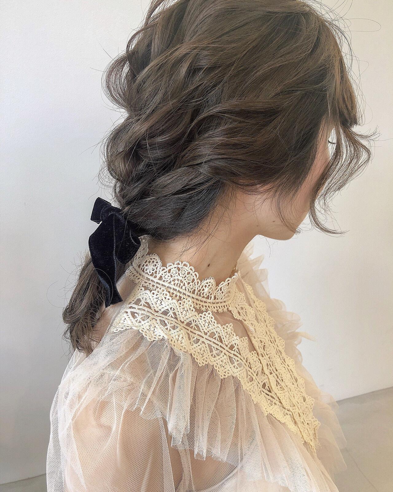 ミディアム ヘアアレンジ ベージュ 編みおろしヘアスタイルや髪型の写真・画像