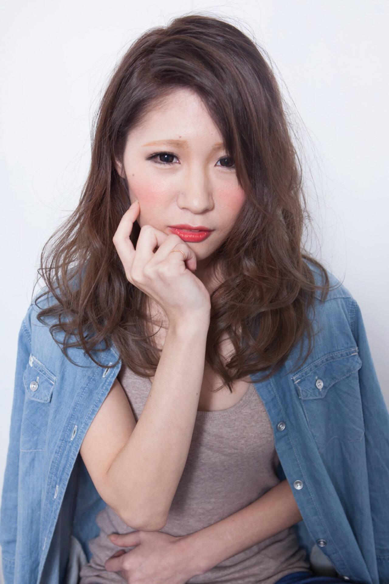 外国人風 セミロング 簡単ヘアアレンジ ナチュラルヘアスタイルや髪型の写真・画像