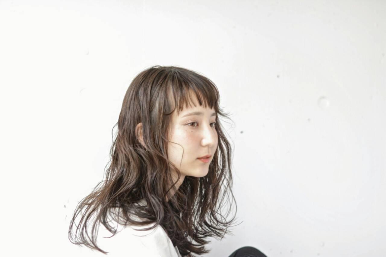 ショートバング 暗髪 ロング 無造作ヘアスタイルや髪型の写真・画像