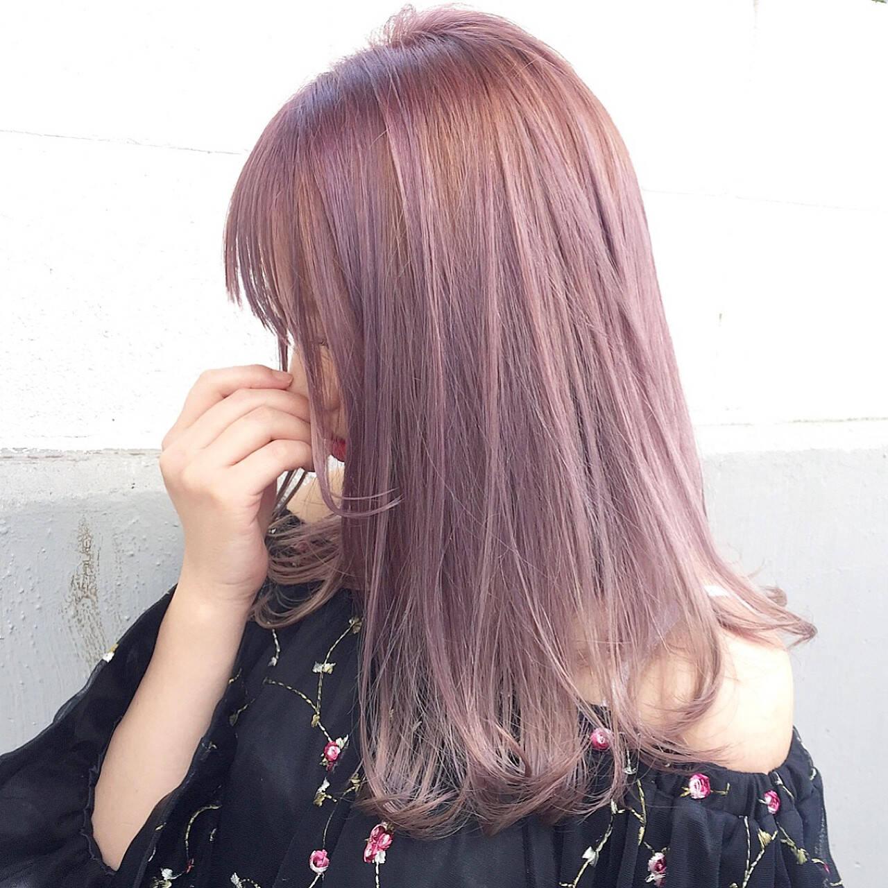 デート ミルクティー ロング インナーカラーヘアスタイルや髪型の写真・画像