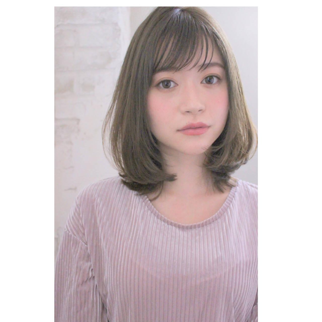 透明感 グレージュ ナチュラル ミディアムヘアスタイルや髪型の写真・画像