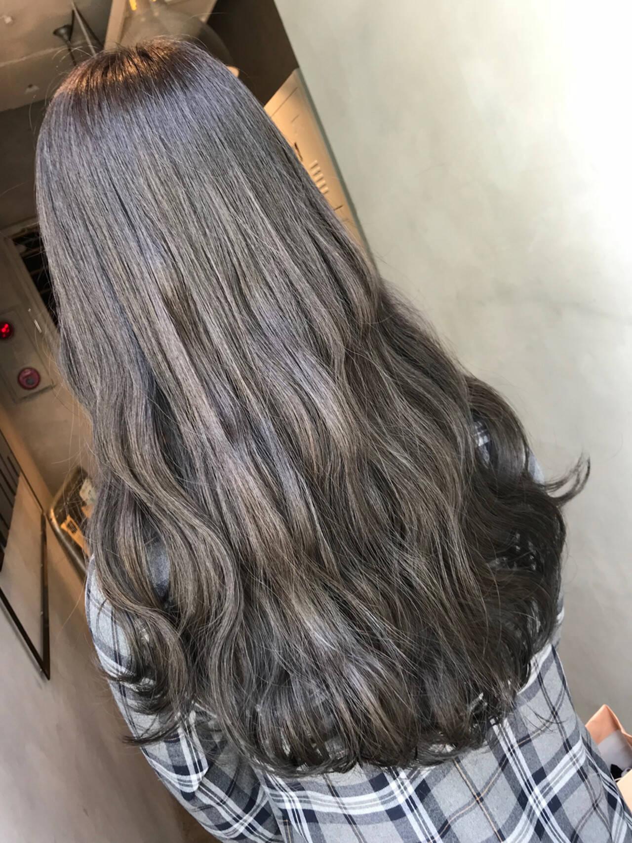 暗髪 ロング ナチュラル グレーアッシュヘアスタイルや髪型の写真・画像