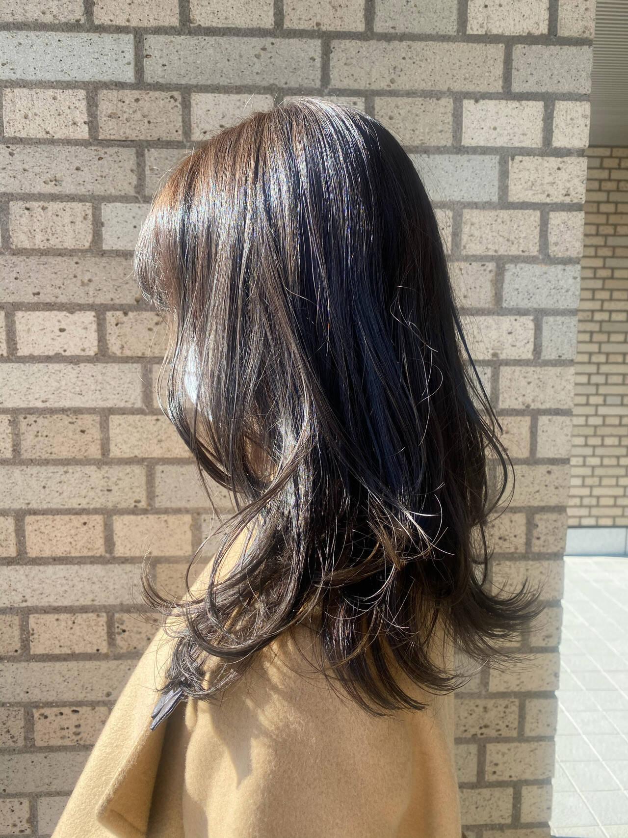 ナチュラルベージュ 透明感カラー セミロング レイヤースタイルヘアスタイルや髪型の写真・画像