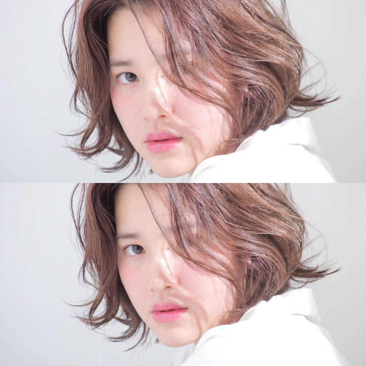 レイヤーカット シースルーバング 外国人風 ナチュラルヘアスタイルや髪型の写真・画像