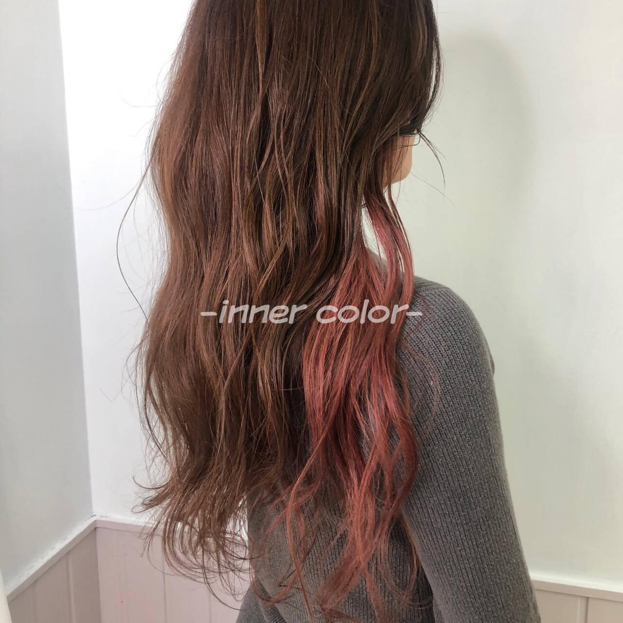 ウルフカット インナーカラー ピンクブラウン ミディアムヘアスタイルや髪型の写真・画像