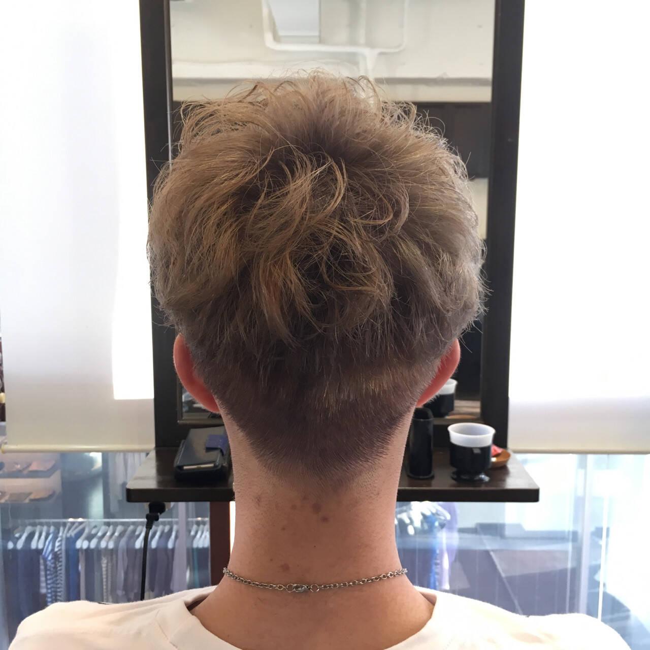 ダブルカラー ショート ストリート ブルーアッシュヘアスタイルや髪型の写真・画像