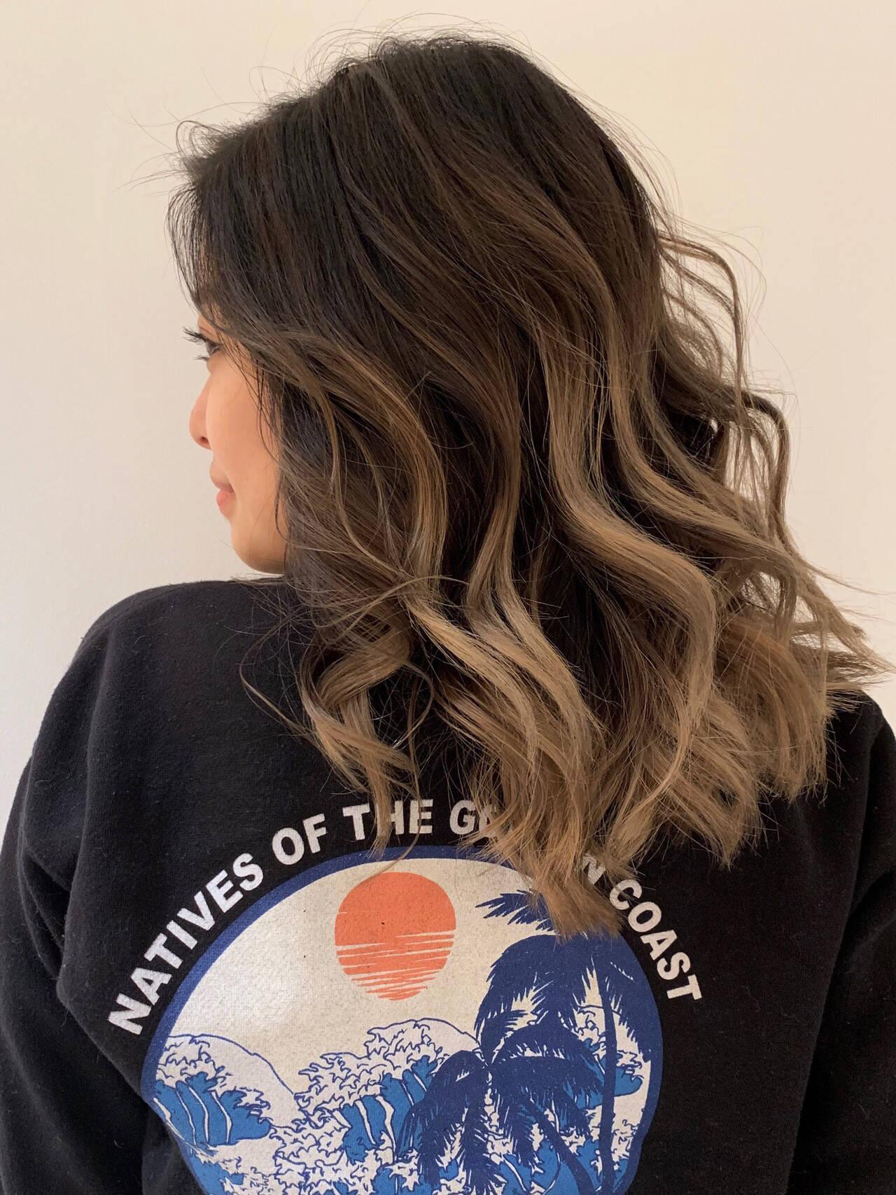 グレージュ 外国人風カラー グラデーションカラー エレガントヘアスタイルや髪型の写真・画像