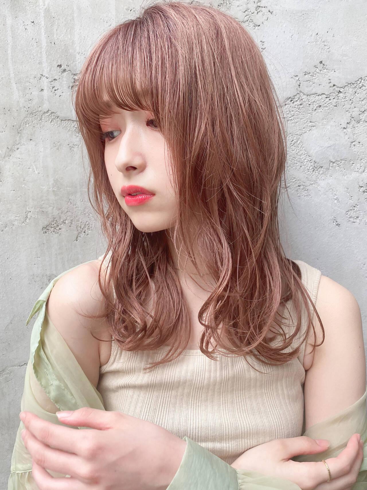 セミロング ナチュラル ブラウンベージュ ナチュラルブラウンカラーヘアスタイルや髪型の写真・画像