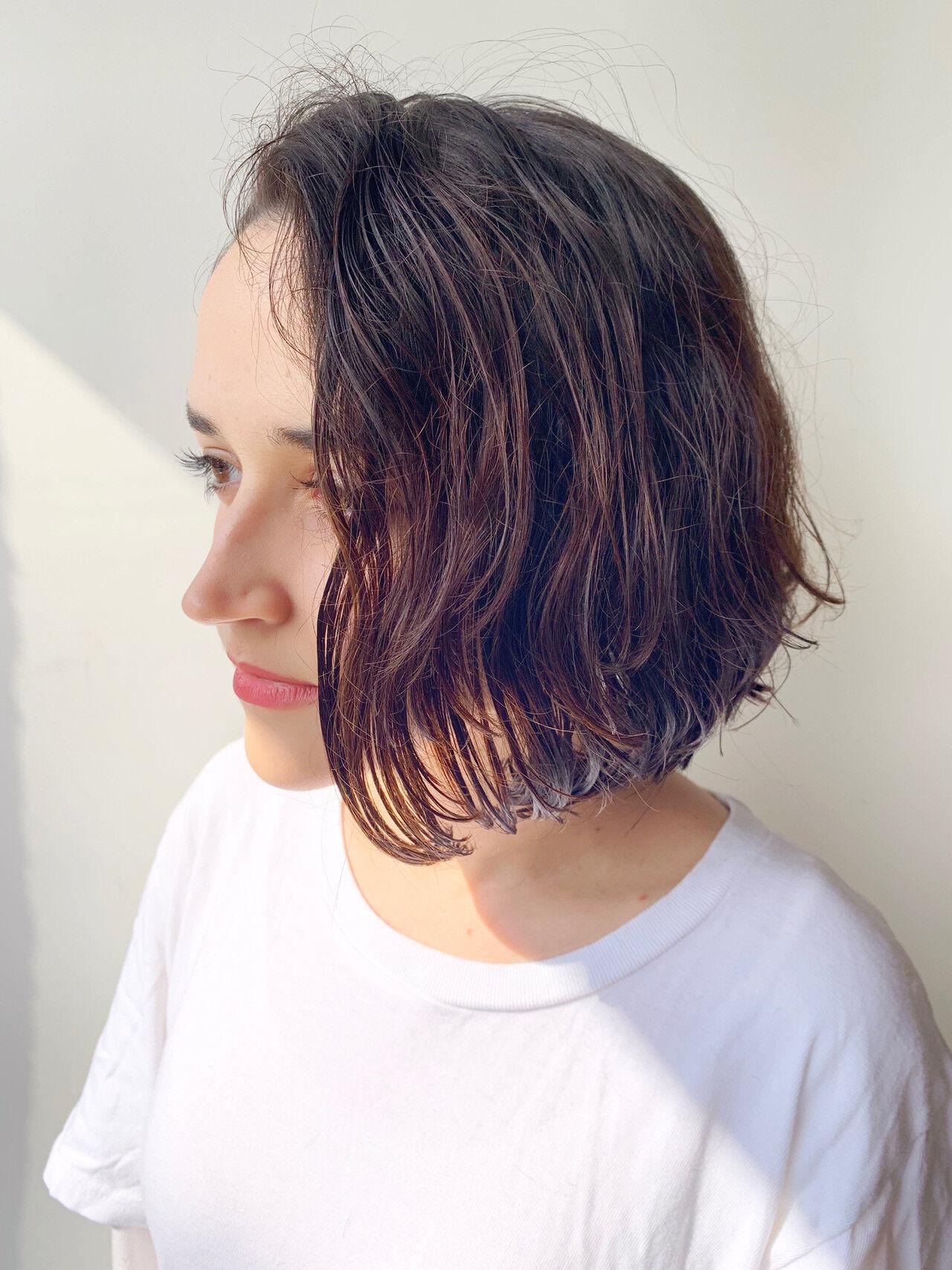 ばっさり アンニュイほつれヘア ナチュラル パーマヘアスタイルや髪型の写真・画像