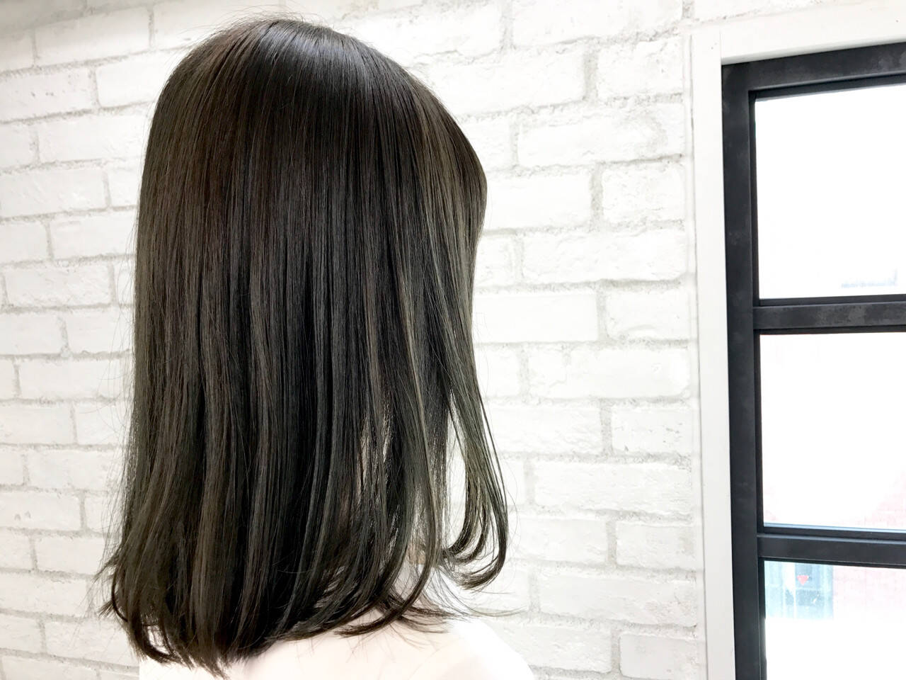 セミロング 暗髪 縮毛矯正 外国人風カラーヘアスタイルや髪型の写真・画像