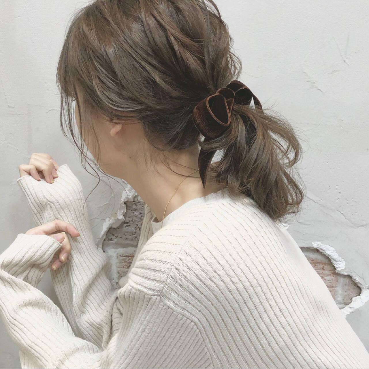 ポニーテール ウェーブ デート ナチュラルヘアスタイルや髪型の写真・画像
