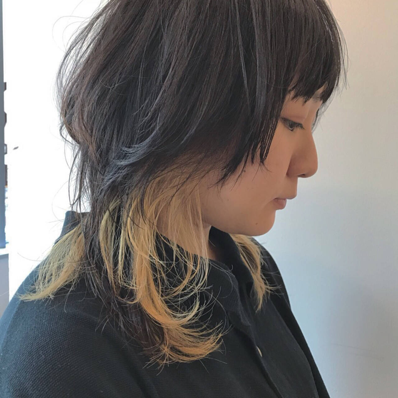 ウルフカット ミディアム ダブルカラー ブリーチヘアスタイルや髪型の写真・画像