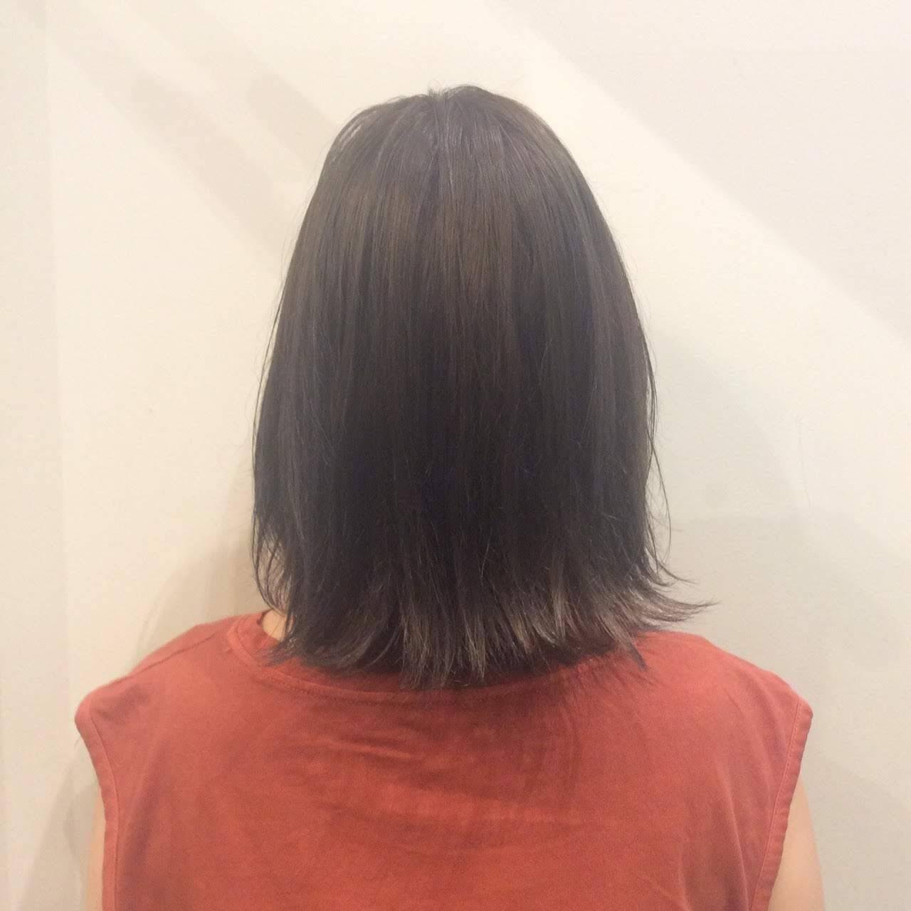 グレージュ 大人かわいい 暗髪 ナチュラルヘアスタイルや髪型の写真・画像