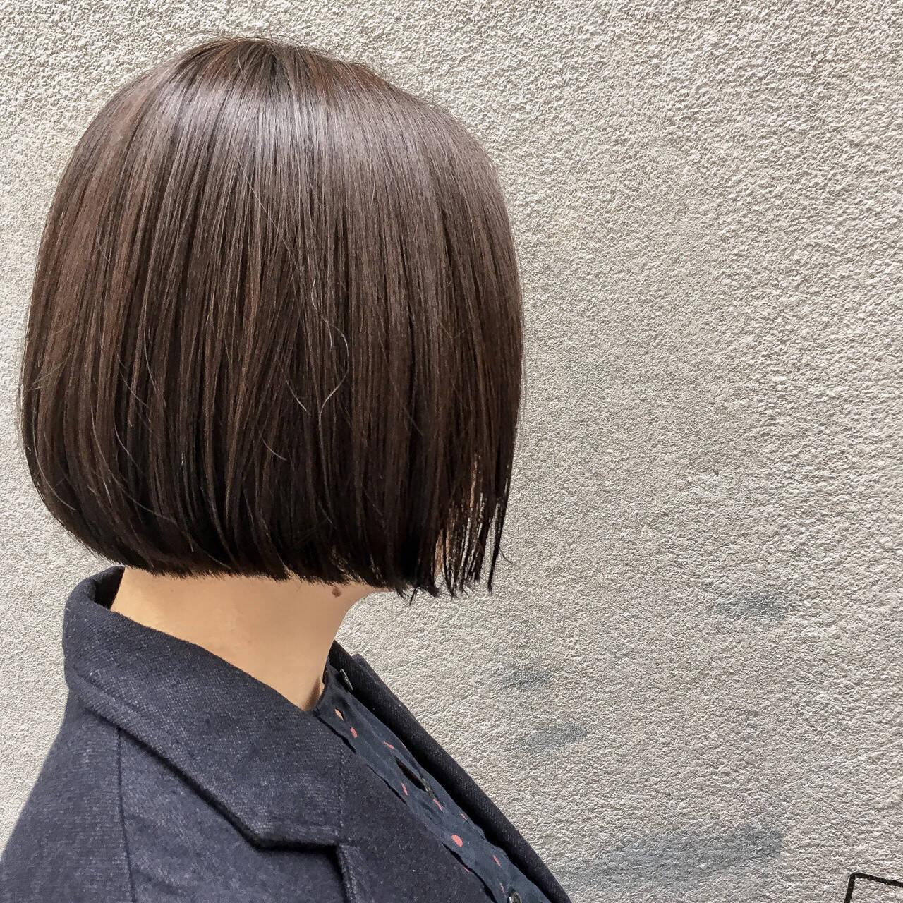 切りっぱなし 前下がり ショート ベージュヘアスタイルや髪型の写真・画像