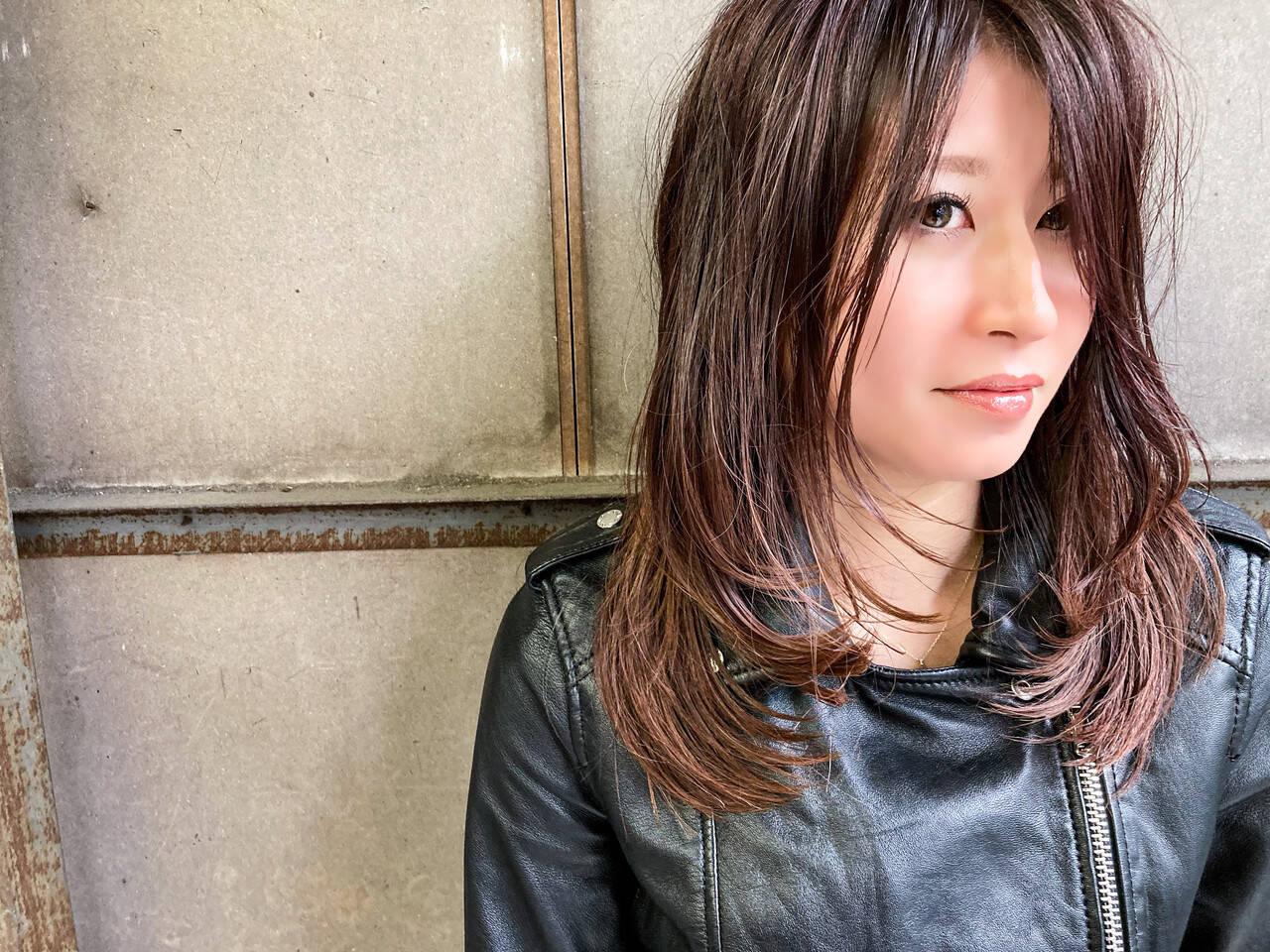 セミロング レイヤーロングヘア レイヤーカット レイヤーヘアーヘアスタイルや髪型の写真・画像