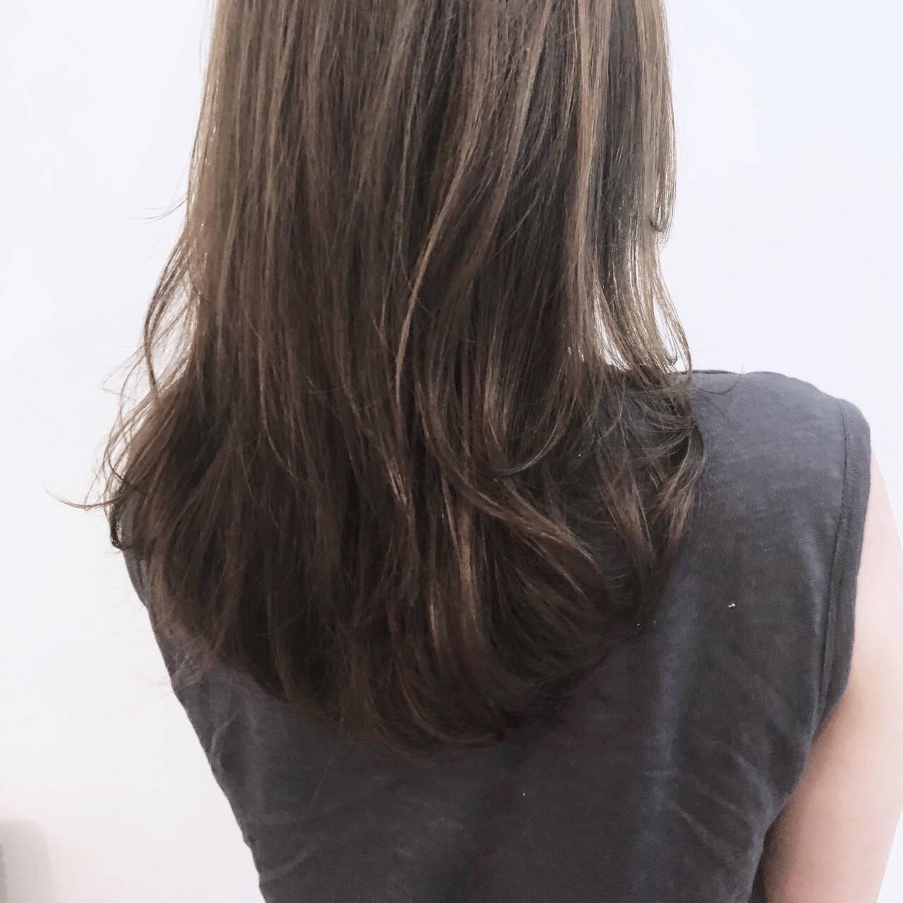 前髪あり ナチュラル フェミニン アッシュヘアスタイルや髪型の写真・画像