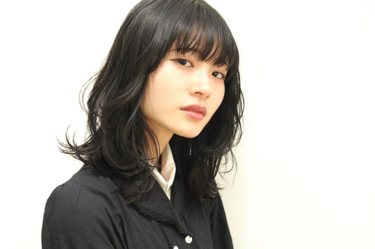 レイヤー パーマ 黒髪 ミディアムヘアスタイルや髪型の写真・画像