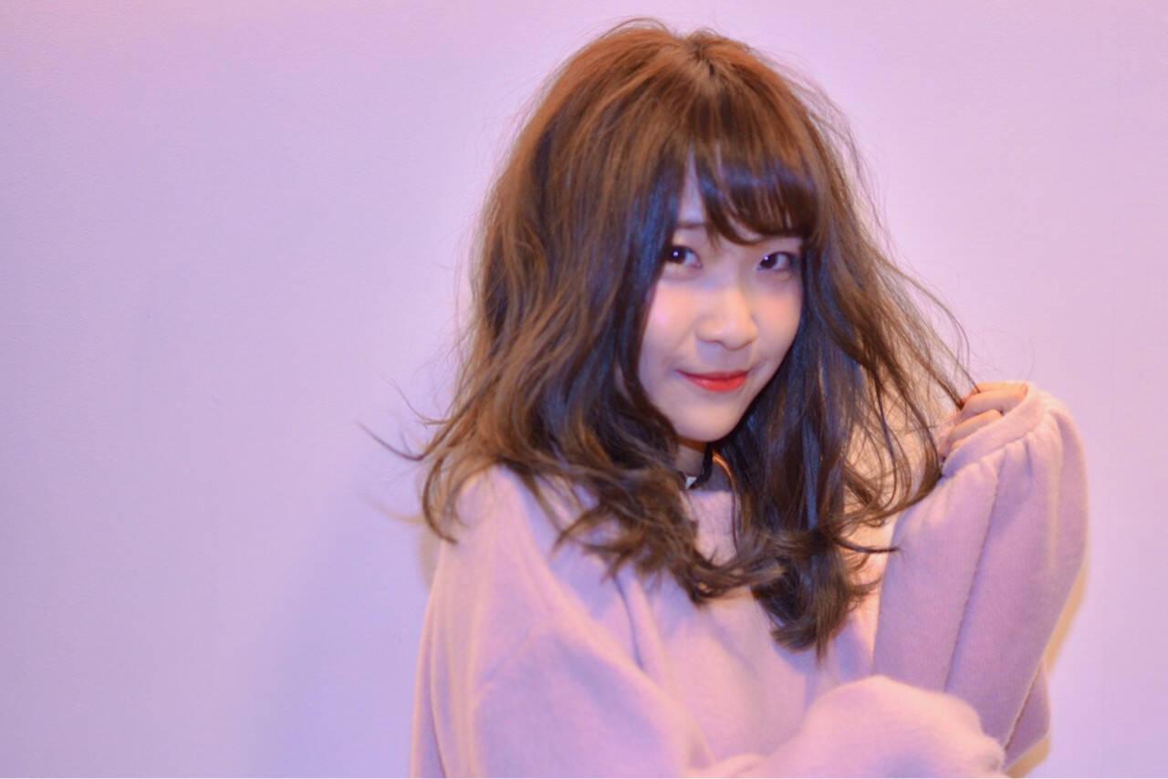 デート ベリーピンク ピンク セミロングヘアスタイルや髪型の写真・画像
