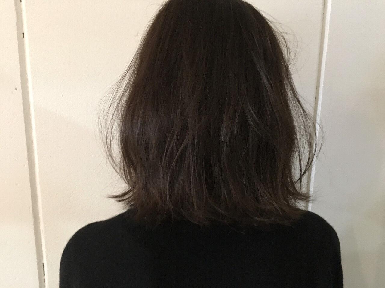 アッシュ 外ハネ 外国人風 ナチュラルヘアスタイルや髪型の写真・画像