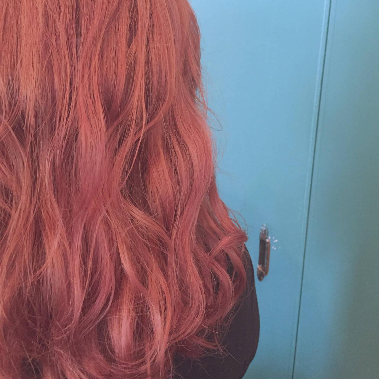 レッド ピンクアッシュ セミロング ピンクヘアスタイルや髪型の写真・画像