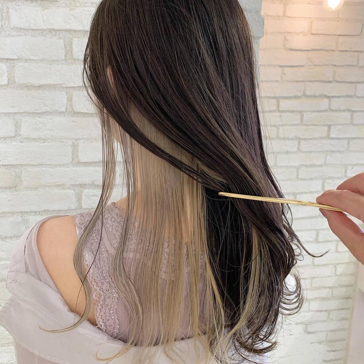 前髪インナーカラー ロング フェミニン インナーカラーグレージュヘアスタイルや髪型の写真・画像
