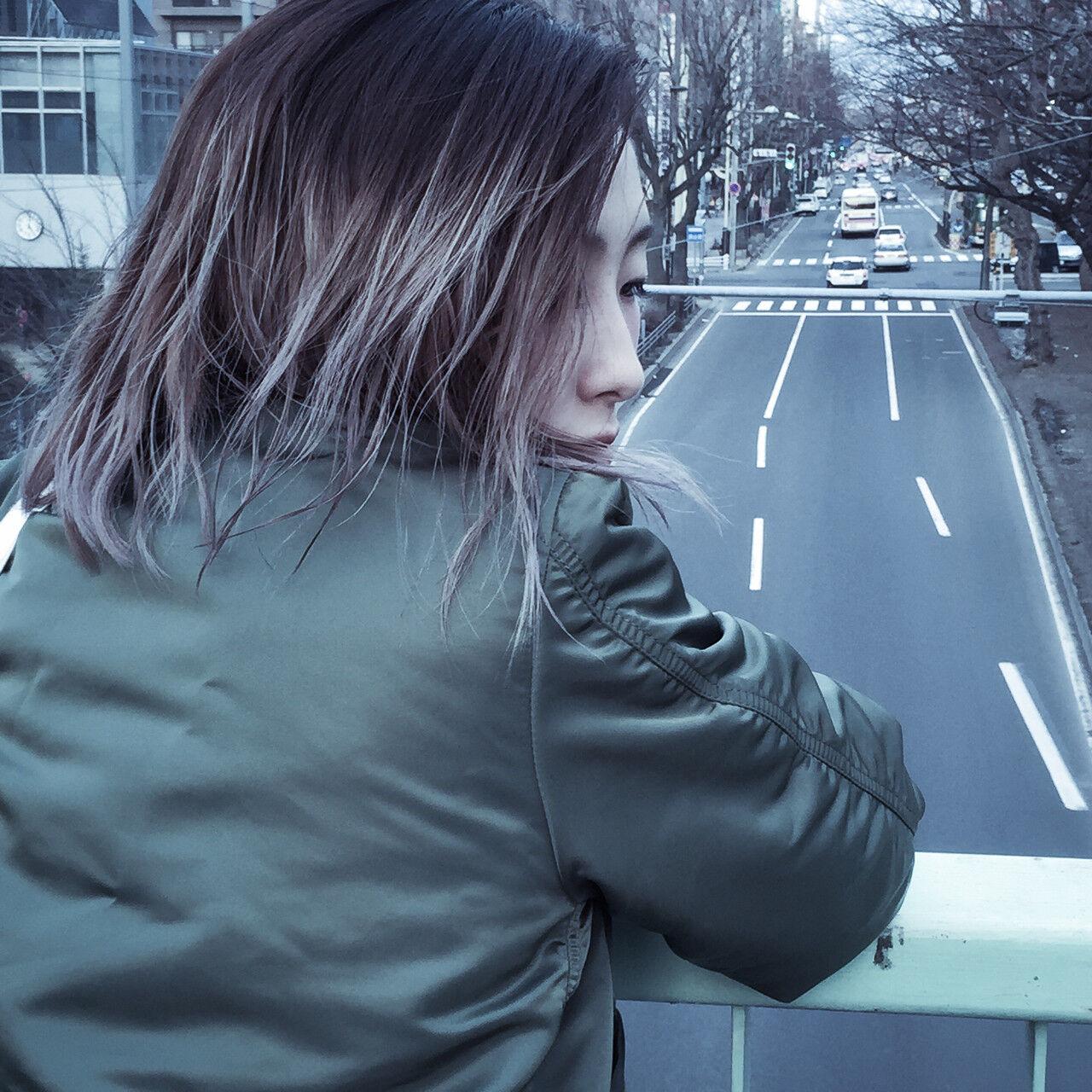 外国人風 アッシュグレー アッシュ グラデーションカラーヘアスタイルや髪型の写真・画像