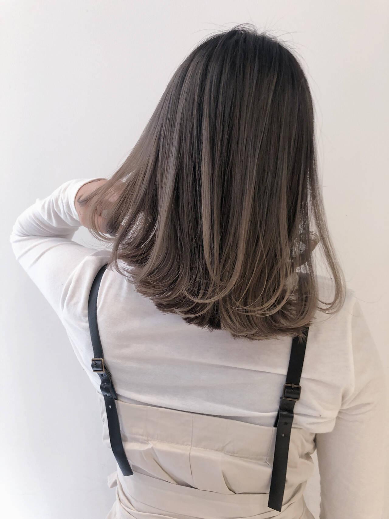 ミルクティーベージュ ピンクラベンダー ヌーディベージュ ナチュラルヘアスタイルや髪型の写真・画像