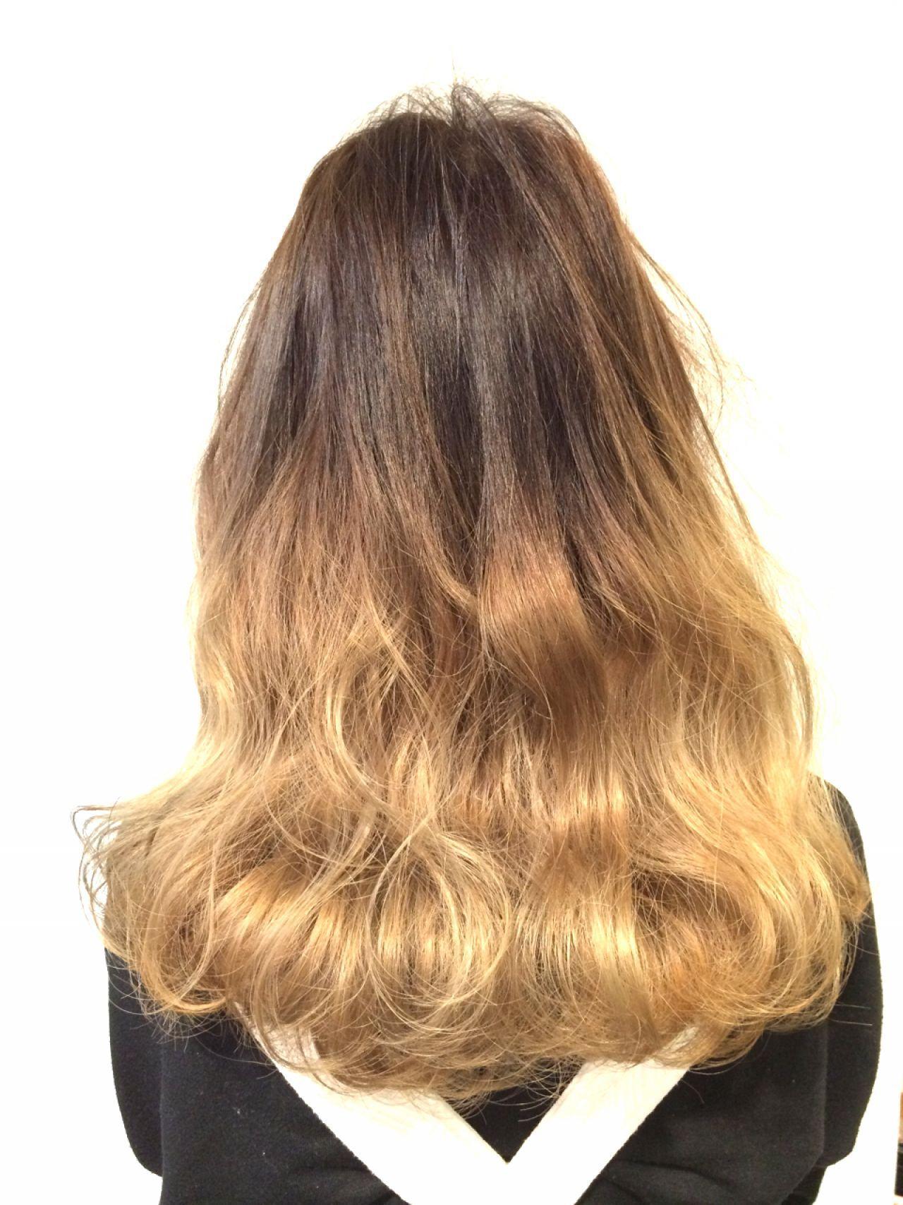 グラデーションカラー アッシュベージュ アッシュ ウェーブヘアスタイルや髪型の写真・画像