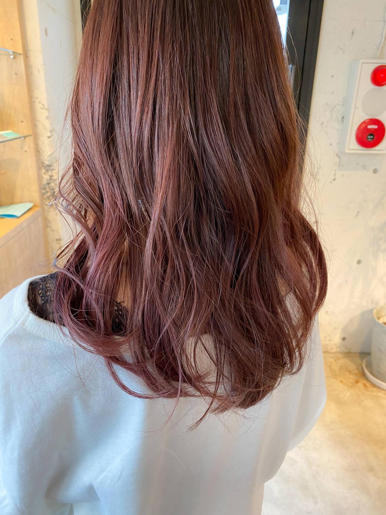 ラベンダーピンク ナチュラル ミディアム ラベンダーカラーヘアスタイルや髪型の写真・画像
