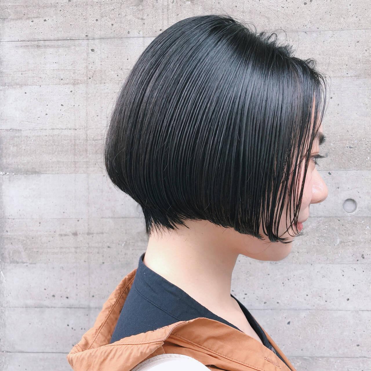 毛先パーマ ショートボブ アンニュイほつれヘア 黒髪ヘアスタイルや髪型の写真・画像