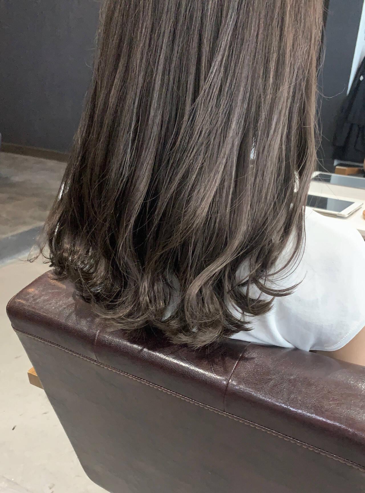 ブリーチ必須 大人かわいい グレージュ 透明感カラーヘアスタイルや髪型の写真・画像